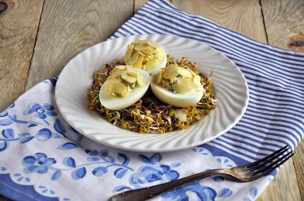 Jajka faszerowane migdałami